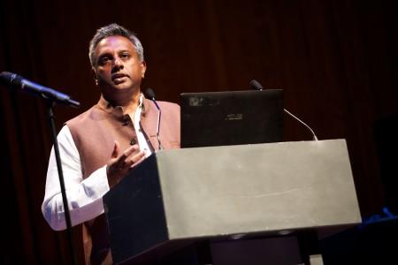 الأمين العام لمنظمة العفو الدولية يتحدث في ويكيمانيا 2014
